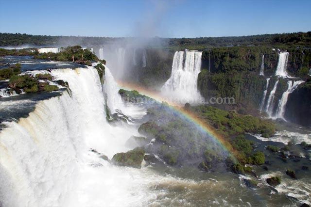 Vista Cataratas Lado Brasil sobre mirador al final del recorrido con Catacora Tour SRL