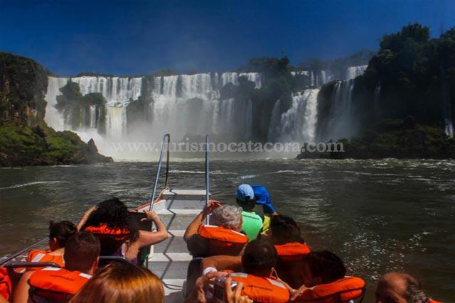 Paseo en Barco en Cataratas con Catacora Tour SRL